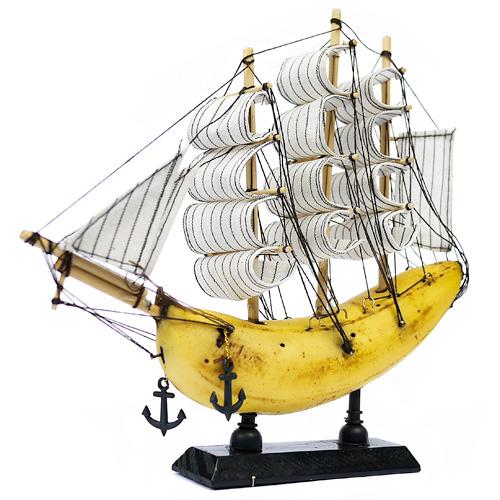 Jacob dahlstrup banana boat with stripe sails
